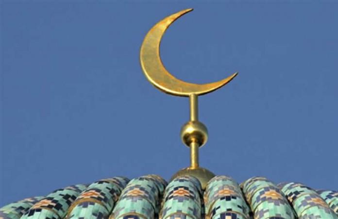 La communauté musulmane en prières au stade d'Andohatapenaka
